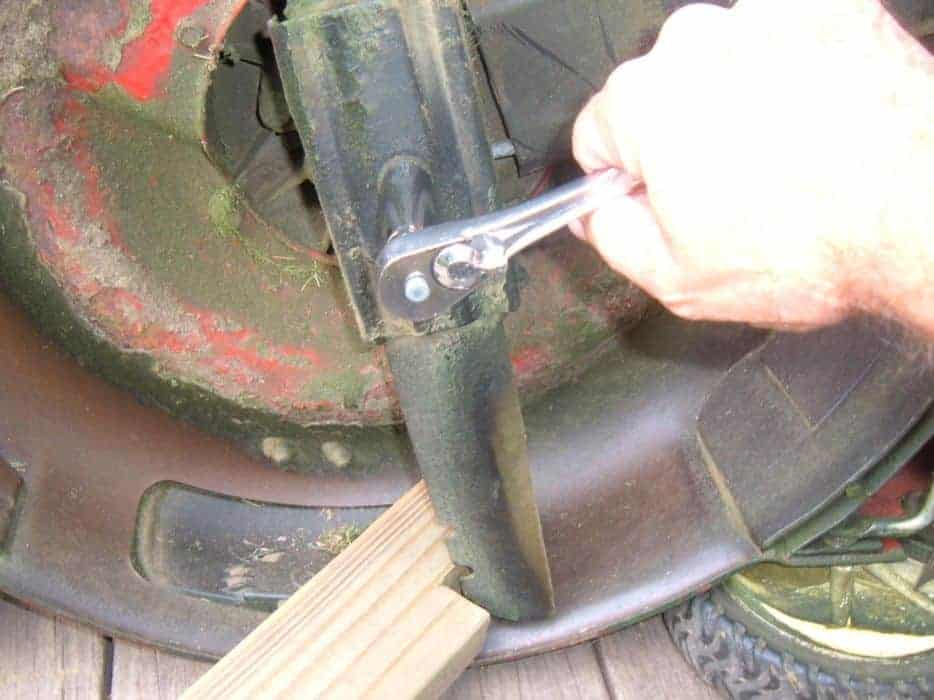 Why Should I Sharpen My Riding Mowers Blades