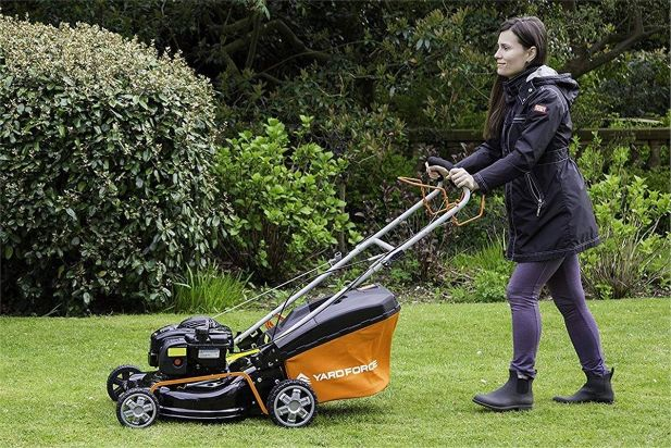 What Are Self-Propelled Mowers & How Do They Work
